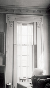 Interior room of Campbell-Whittlesey house featuring window casing, window mouldings and an interior cornice.